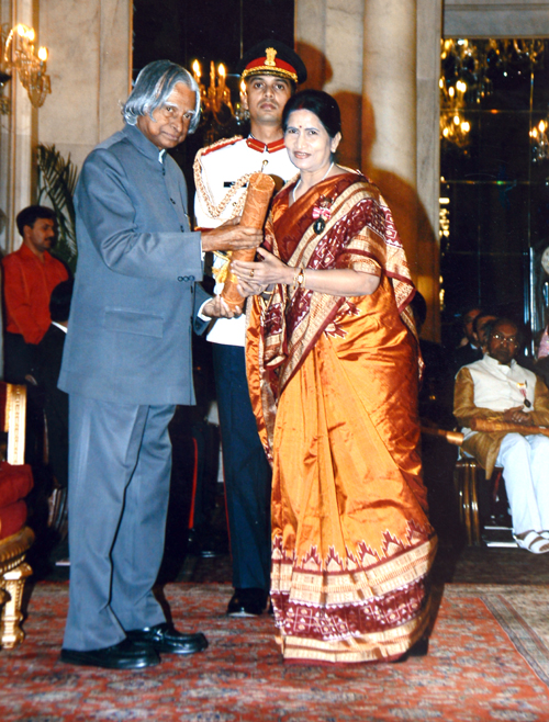 Pratibha Ray awarded by APJ Abdul Kalam
